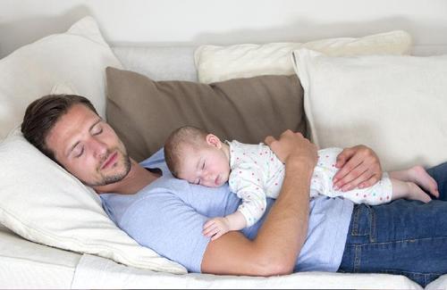 Vater Warnt Babys Sollten Nicht Auf Der Brust Schlafen