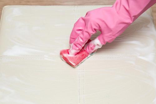 Matratze reinigen: Hausmittel und Tipps