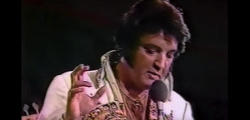 La dernière représentation d'Elvis n'a pas été vue jusqu'à présent: écoute la charmante chanson ici ! (vidéo) By Apost.com 9bddf9479421a78030b4abeb44fa9aa8_500x1