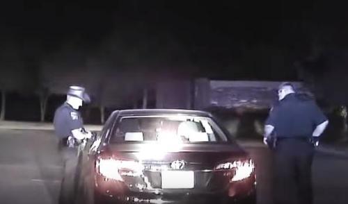 contro di uscire con un poliziotto Davis e pattinatori bianchi datazione
