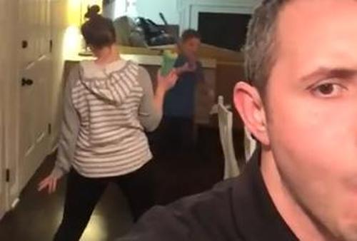 Ehemann filmt Ehefrau jünger