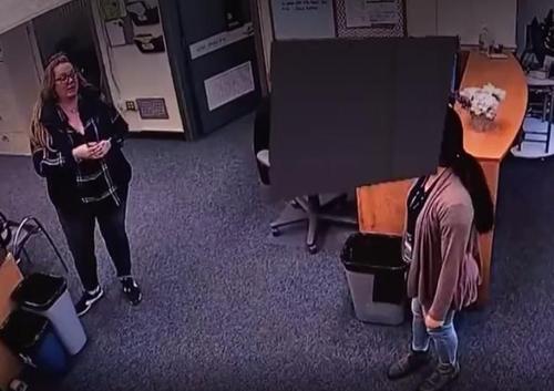 Resultado de imagen para Un niño con autismo fue dejado afuera de su escuela de manera intencional por el personal docente
