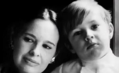 Gloria Vanderbilt's Will Shows Son Anderson Cooper Gets Most