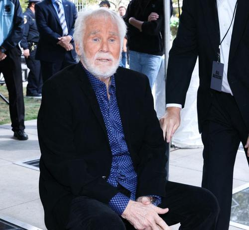 Kenny Rogers Family Received His Impressive Net Worth