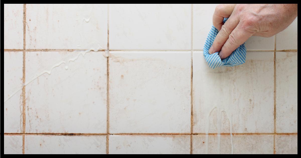 astuce moisissure joint salle de bain joint entre les carreaux de salle de bains sale conseils
