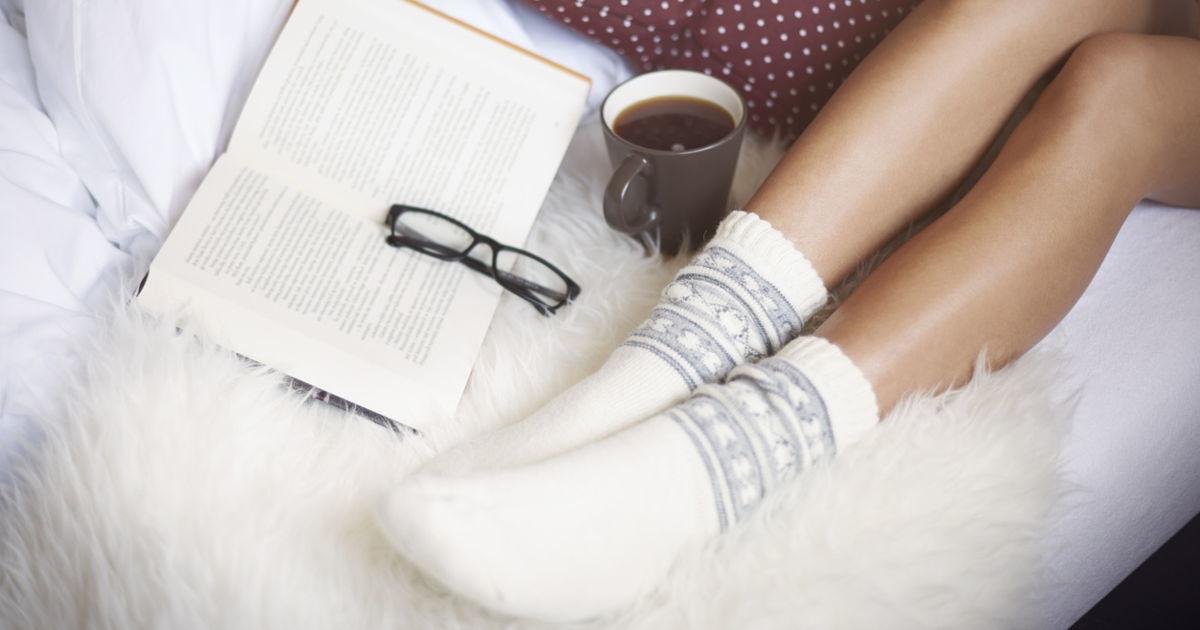 deux raisons pour lesquelles porter des chaussettes pour dormir est ce que vous auriez d faire. Black Bedroom Furniture Sets. Home Design Ideas