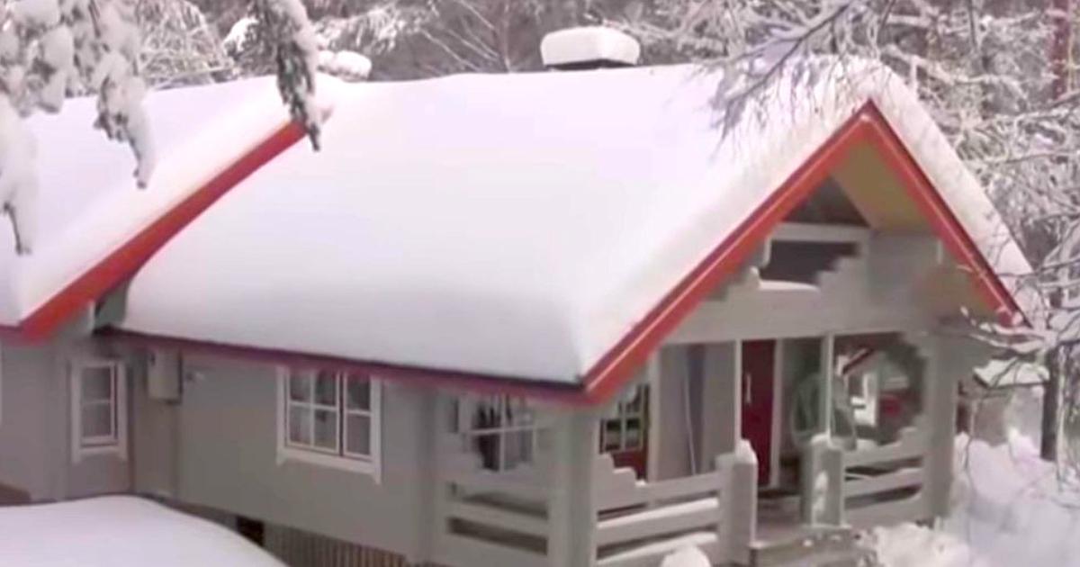 un homme explique comment se d barrasser facilement de la neige sur le toit avec un seul morceau. Black Bedroom Furniture Sets. Home Design Ideas