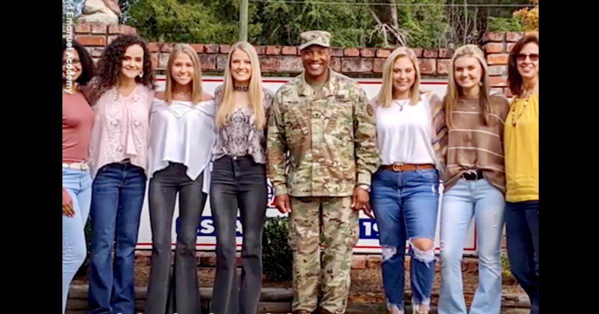 US Soldier Visits Kindergarten Pen Pals Who Wrote Him