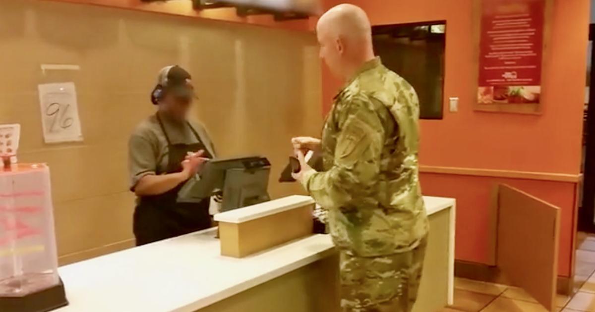 ein soldat macht sich daran seine rechnung zu begleichen. Black Bedroom Furniture Sets. Home Design Ideas